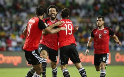Partners on the Egyptian national team congratulate Mohamed Salah with a goal scored