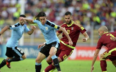 Striker Uruguay Edinson Cavani center