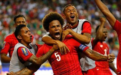 Team Panama happy